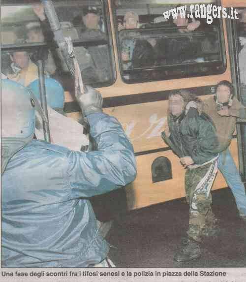 Incidenti all'arrivo alla stazione dei senesi