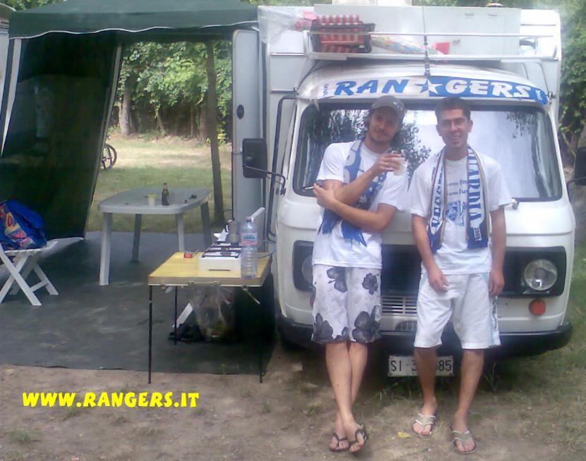 Rodolfo e Andrea a Rimini con le sciarpe dei Rangers